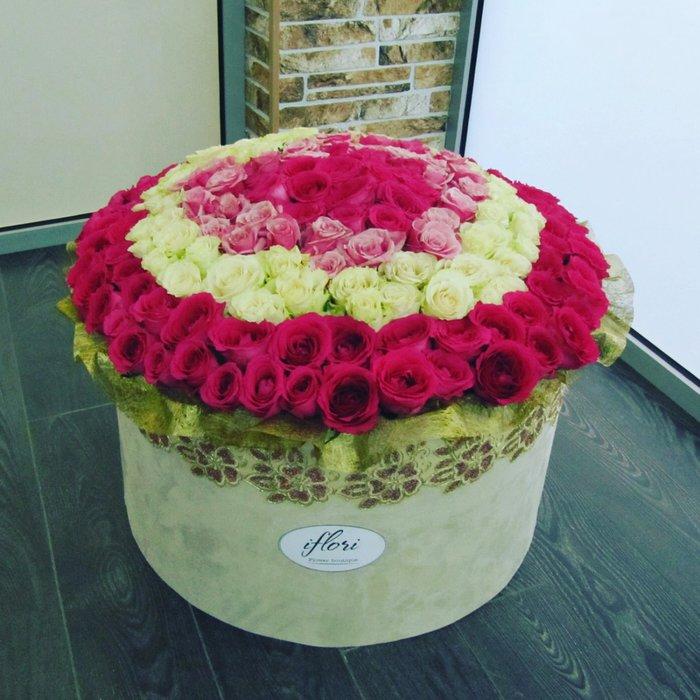 Заказ цветов 251 роза, столе